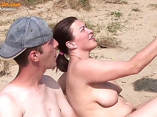 Real party amateur threesome on the beach