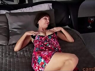 Stepmother Sara saw a stepson masturbating a big dick and was able to finish the job