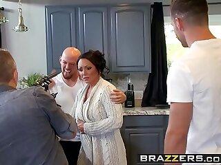 Mommy Got Boobs Ashton Blake , Mike Mancini Pimp My Mom